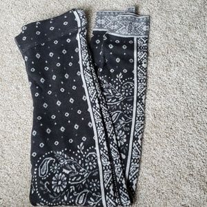 American Eagle Outfitters printed flannel leggings